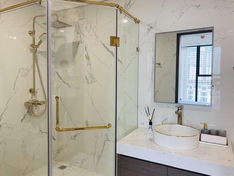 WC với gam màu trắng cho cảm giác sạch sẽ và dễ vệ sinh