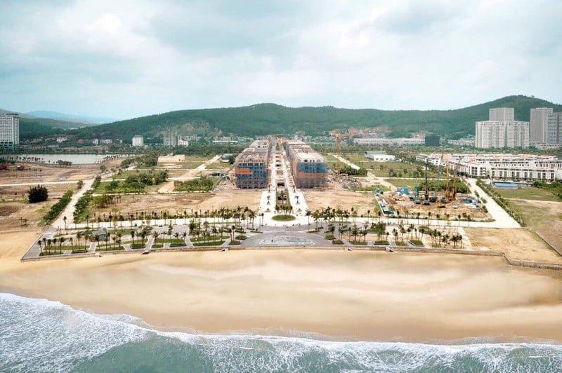 Bãi biển Marina xinh đẹp trước mặt dự án
