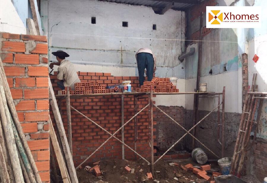 Nhà ở khu đất nền cuối ngõ luôn luôn gặp khó khăn trong công cuộc cơi nới